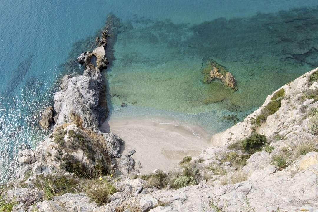 Itinerari in barca: cosa vedere nel Ponente Ligure
